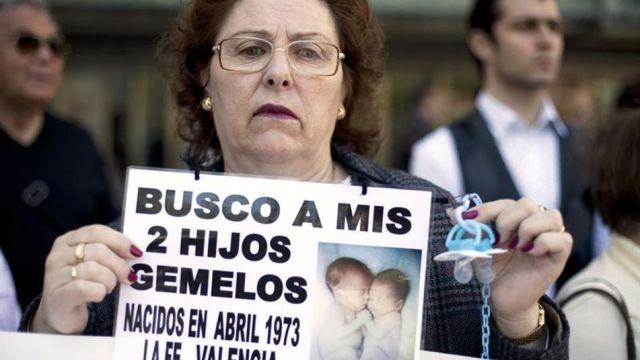 padres-bebes-robados-manifiestan-Espana_TINIMA20120420_0525_3