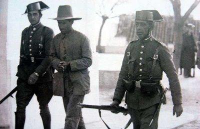 detencion-de-un-campesino-republicano-extremeno-por-fuerzas-de-la-guardia-civil-todos-los-rostros