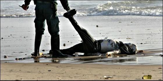 guardia-civil-inmigrante_560x280.jpg