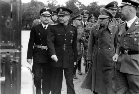 Bundesarchiv_Bild_121-1010,_Berlin-Lichterfelde,_Suner,_Himmler.jpg