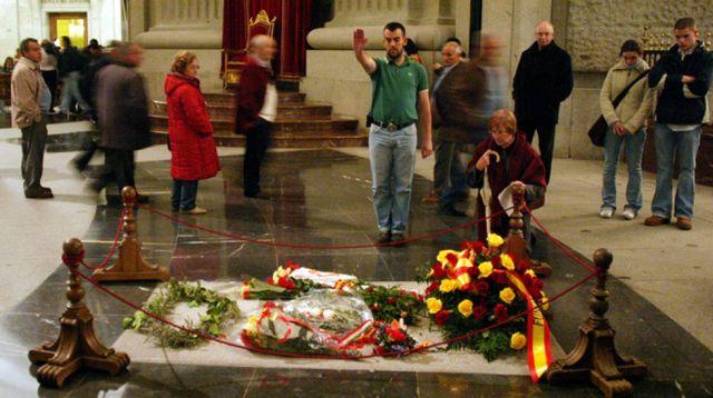 Exhumar-restos_mortales-Francisco_Franco-Valle_de_los_Caidos-Primo_de_Rivera_MDSIMA20131029_0399_4.jpg