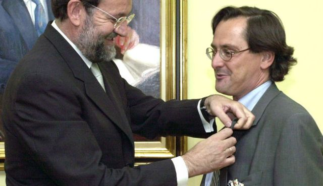 Rajoy medalla Marhuenda.jpg