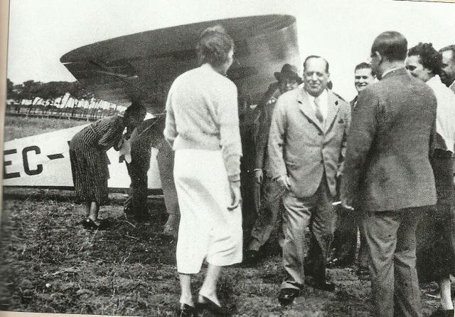 Sanjurjo con esposa y amigos toma la avioneta en Marinha Estoril