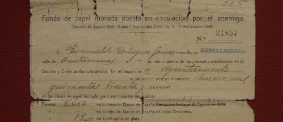 Fondo de papel moneda puesto en circulación por el enemigo. GORKA LEJARCEGI El País